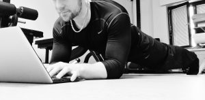 Urheilufysioterapeutti Jukka Räsäsen blogi, kilpailevat lihasrakenteet, BLOGI: Keskeisimmät kilpailevat lihasrakenteet lihasryhmittäin, tekniikkahifistely, kuntosaliharjoitteet, kuntosalihistoriani, tekniikkahifistelijä, hauiskäännön suoritustekniikka, Hauiskäännön suoritustekniikka ja harjoitteiden kohdentaminen, Hauiskäännön suoritustekniikka ja liikelaajuus, BLOGI: Hauiskäännön suoritustekniikka - yhteenveto, BLOGI: Miksi hauiskääntö ei tunnu hauiksessa, BLOGI: Ojentajapunnerrusten suoritustekniikka ja harjoitteiden kohdentaminen, BLOGIMO: Onko kävely riittävän kuormittavaa liikuntaa?, Hartiaseudun lihasten ryhmittäminen